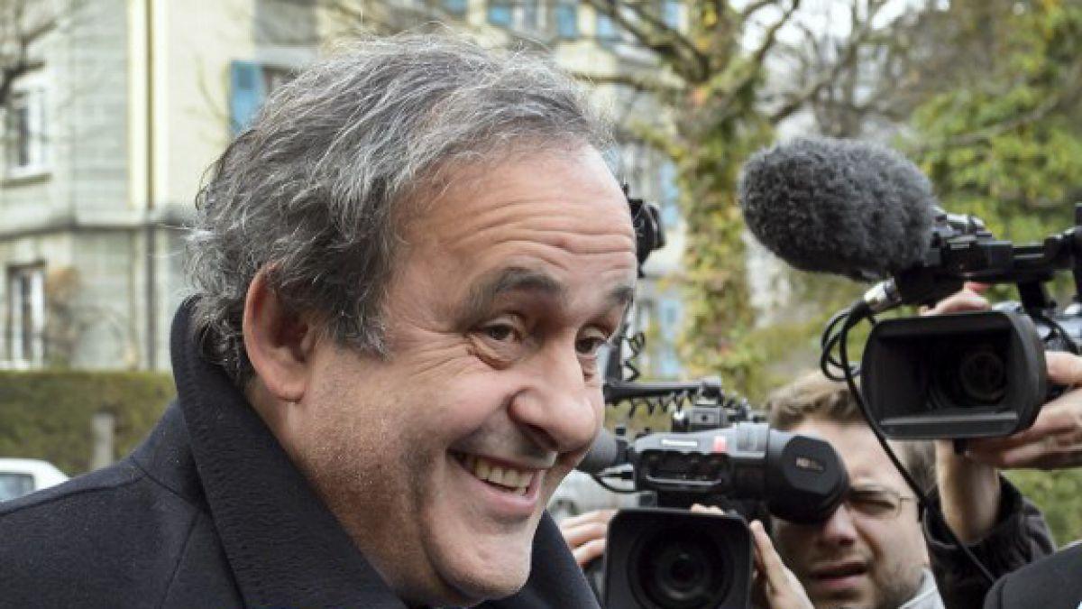 Platini es citado como futuro empleado de la FIFA en la famosa nota de 1998