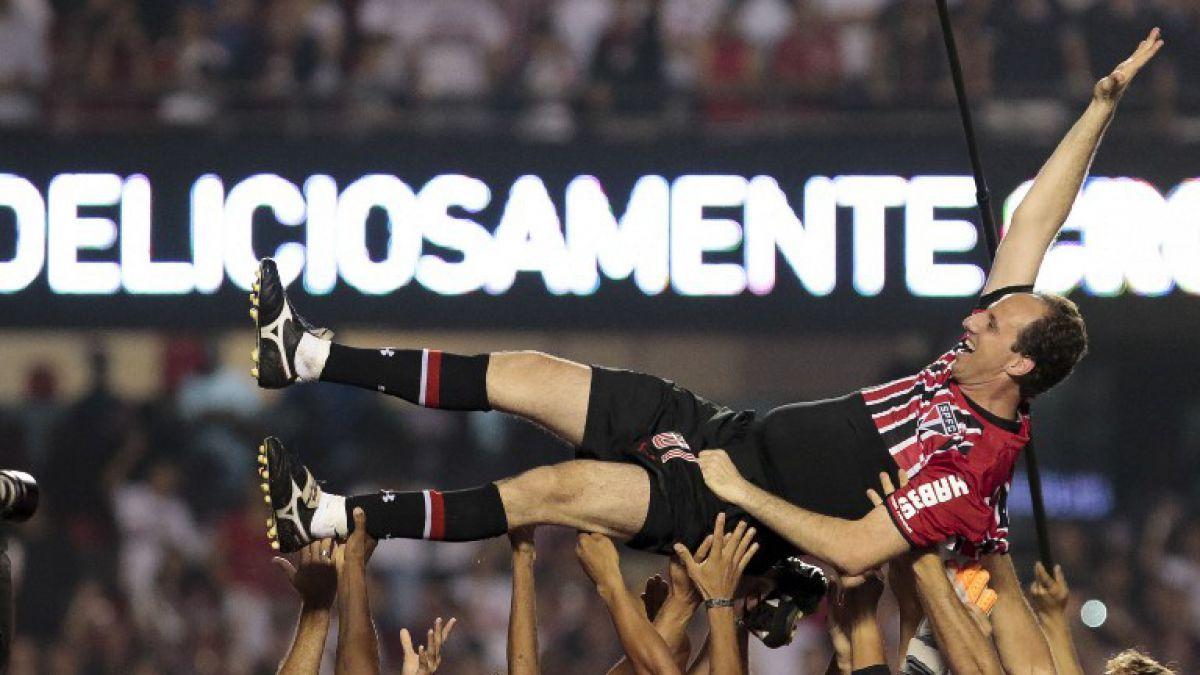 Marcó, cantó y lloró: Así Rogerio Ceni se despidió del fútbol en una fiesta con 60 mil hinchas