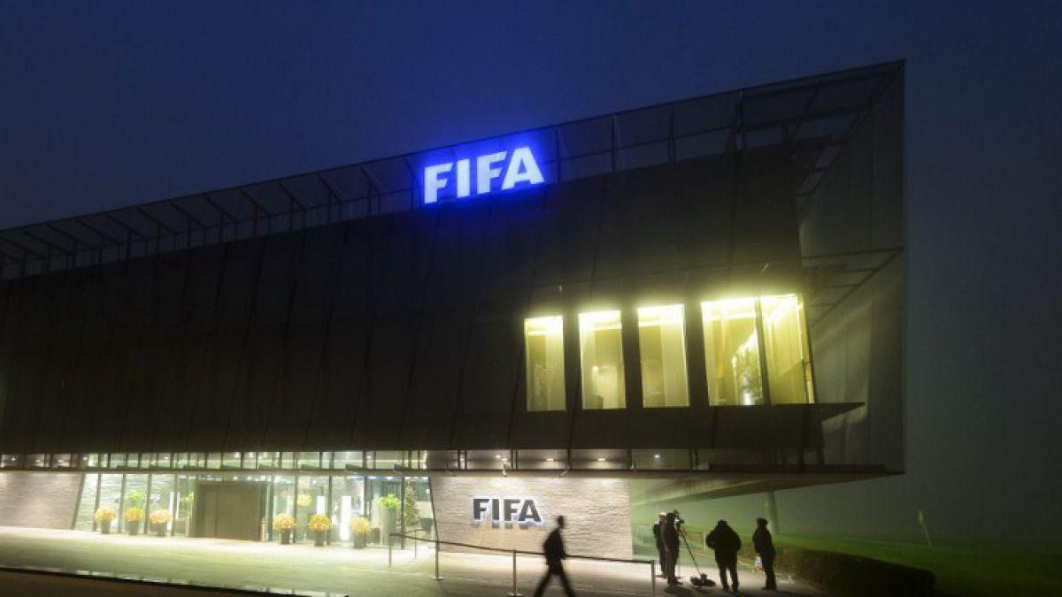 Autoridades de EE.UU. amenazan con castigar a varios bancos por escándalo FIFA