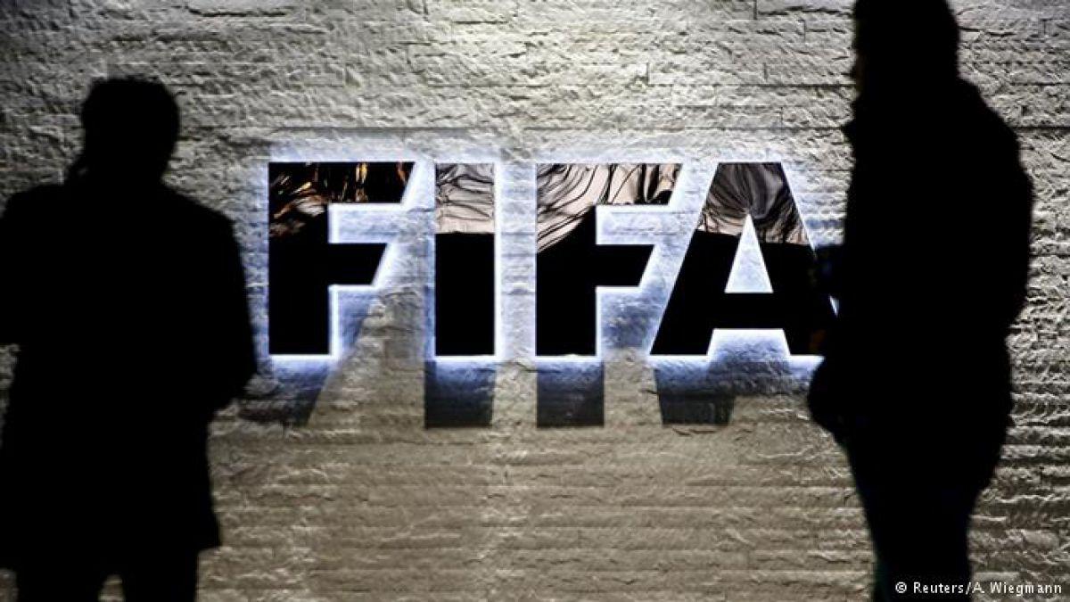 Fútbol y sobornos: expresidente al banquillo