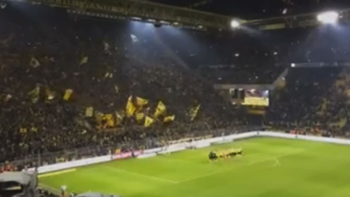 El masivo canto navideño de la hinchada del Borussia Dortmund