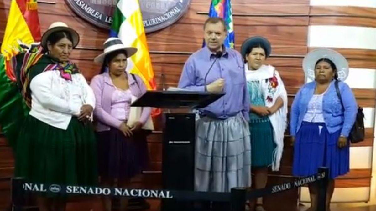 Bolivia: Disfrazaron al alcalde de mujer