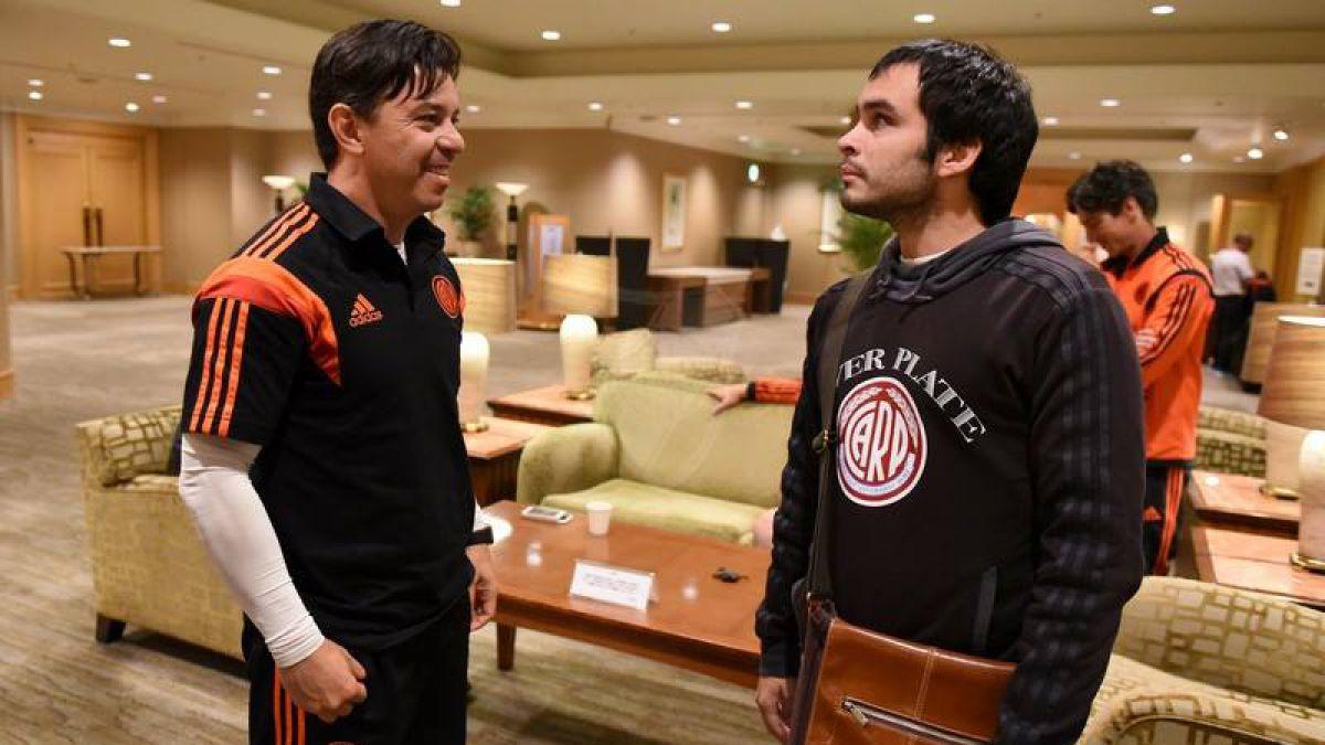 Cumple su sueño: Hincha no vidente de River Plate comparte con el plantel argentino