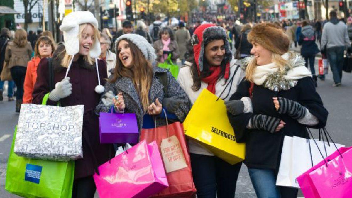 """En Navidad hay más de una excusa para irse de """"terapia de compras"""". ¿Terminará tu billetera en terapia intensiva?"""