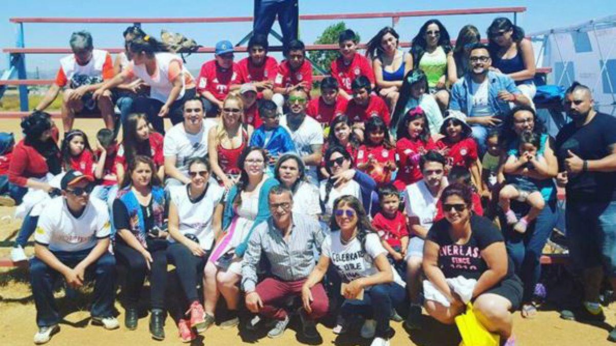 [FOTO] Arturo Vidal comparte imagen junto a su familia y niños de fundación en Viña del Mar