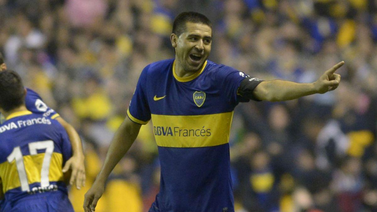 Claudio Borghi pretende a Román Riquelme en su nuevo equipo en el fútbol ecuatoriano