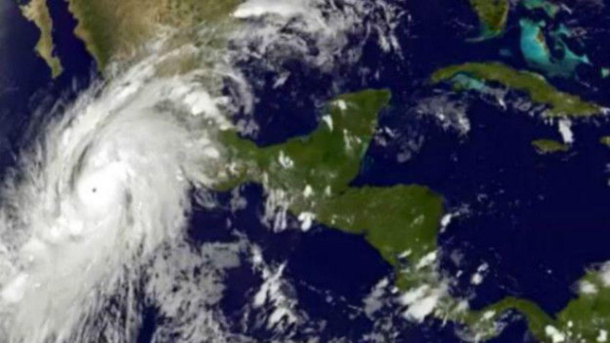 Huracán Earl llega a Belice con poderosos vientos y lluvias