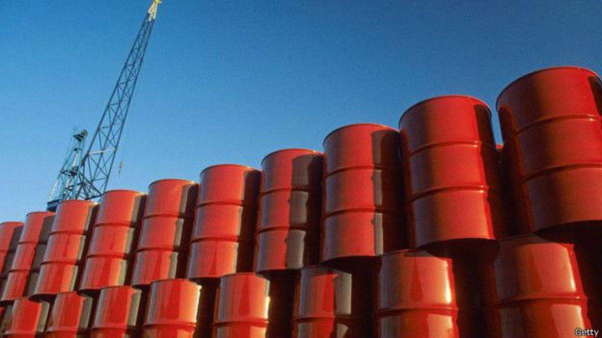 Divergencias entre países de la OPEP hacen caer valor del petróleo en casi 4%
