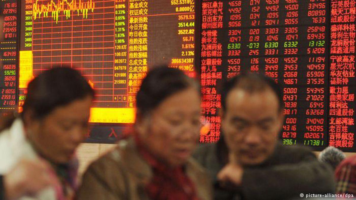 La cotización de las bolsas de China se paralizó temporalmente por primera vez debido a nuevas normas.