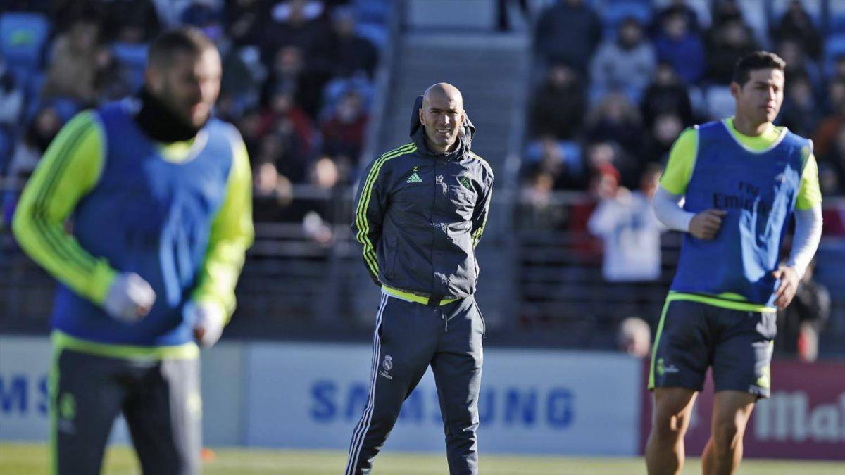 Zidane entrará al Bernabéu como DT 10 años después de su retiro