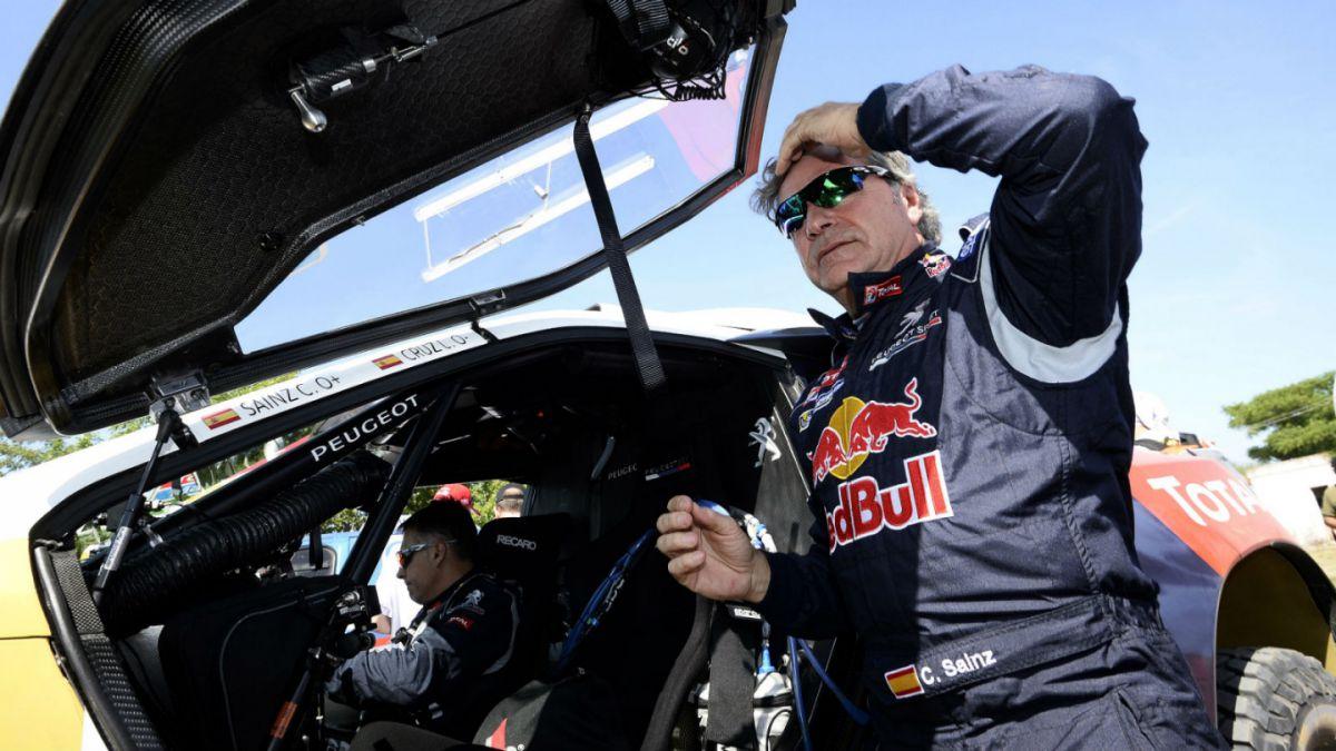 Piloto español Carlos Sainz gana séptima etapa en autos del Dakar 2016