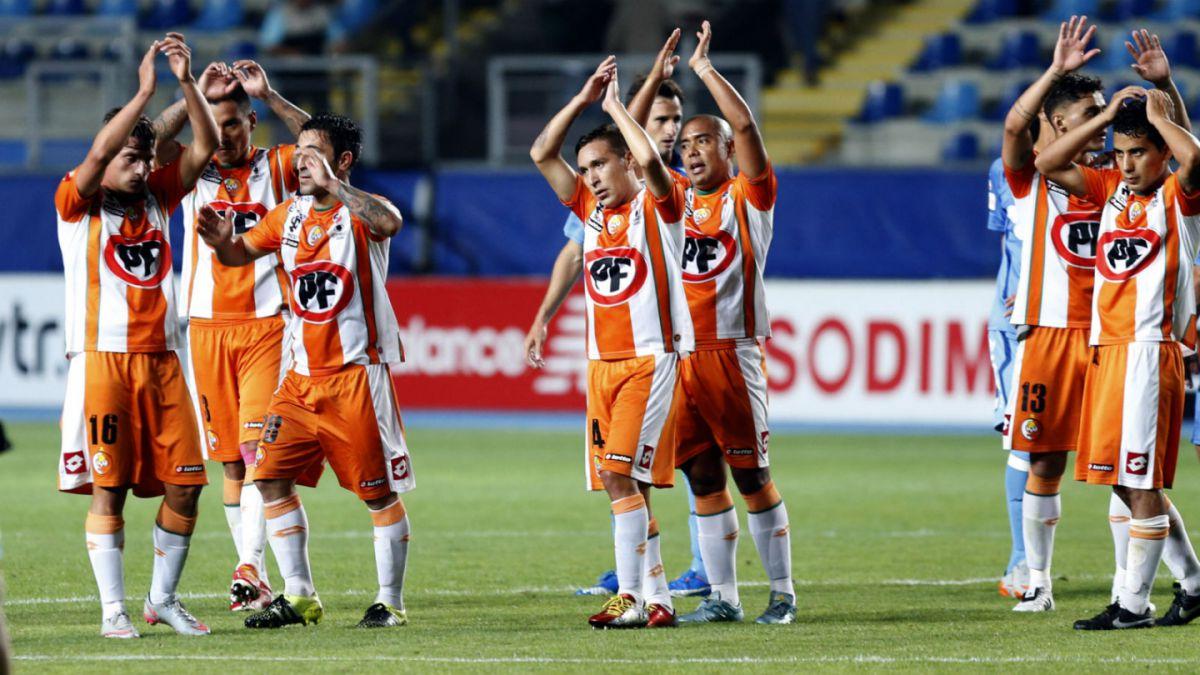 Cobresal presenta su nueva camiseta para su retorno a Copa Libertadores