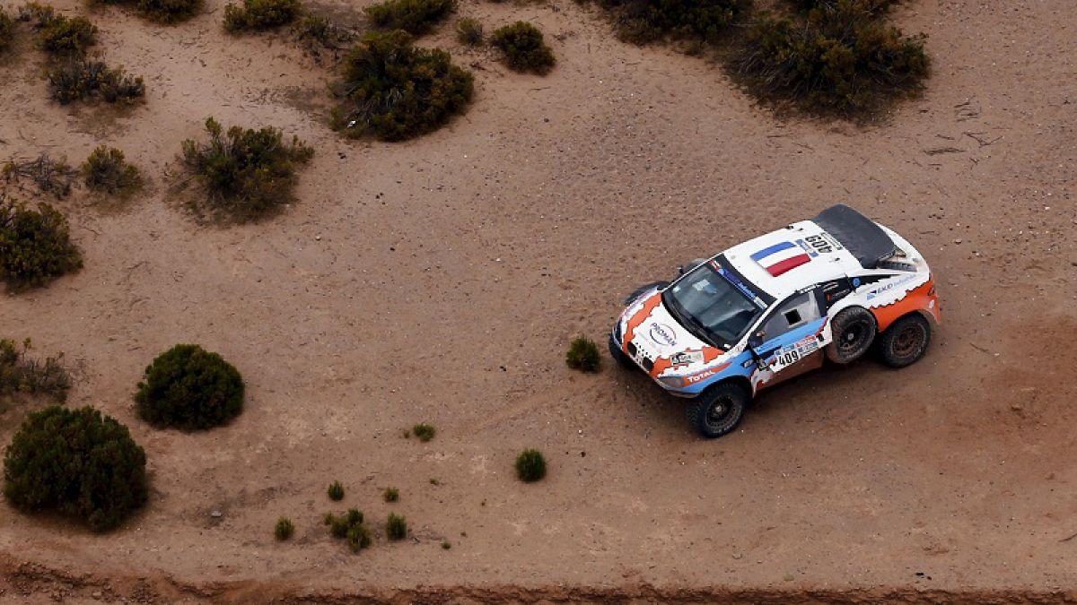 Muere espectador atropellado por auto en Rally Dakar