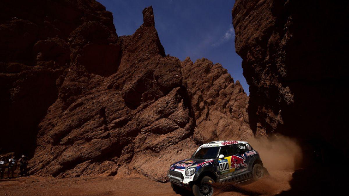 Al-Attiyah gana etapa y Peterhansel lidera el Dakar 2016 tras accidente de Loeb
