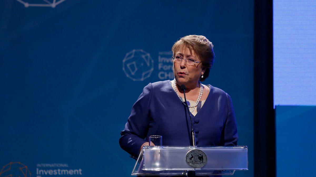 """Bachelet e histórica baja del Cobre: """"No somos indiferentes a lo que sucede a nivel internacional"""""""