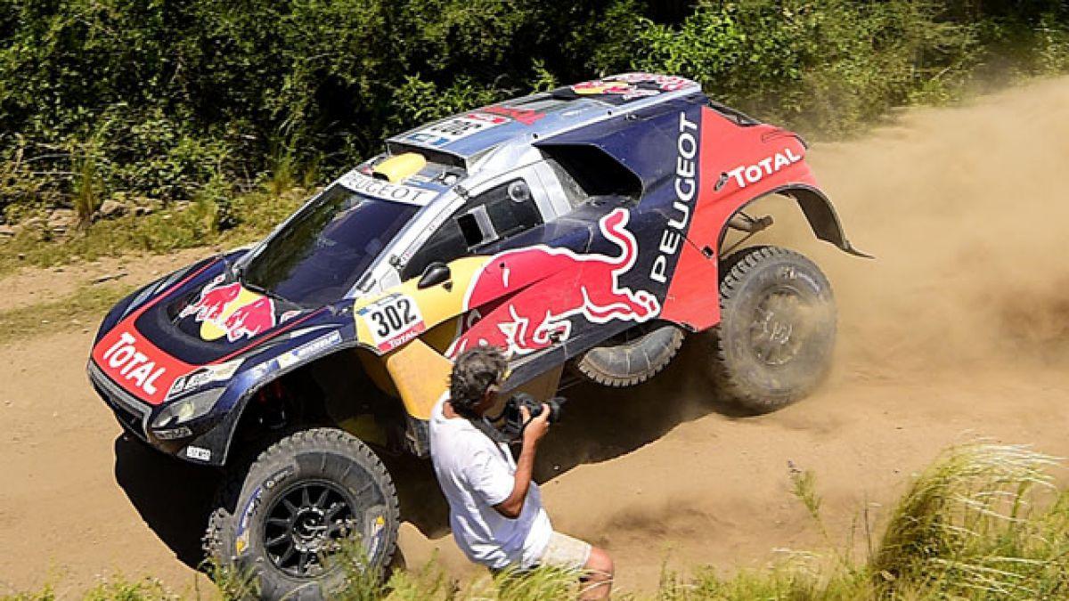 """Peterhansel, """"señor del Dakar"""", roza su 12º título a una etapa del final"""