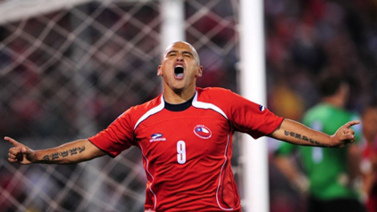 """De San Antonio para el mundo: Los hitos que marcaron la carrera de """"Chupete"""" Suazo"""