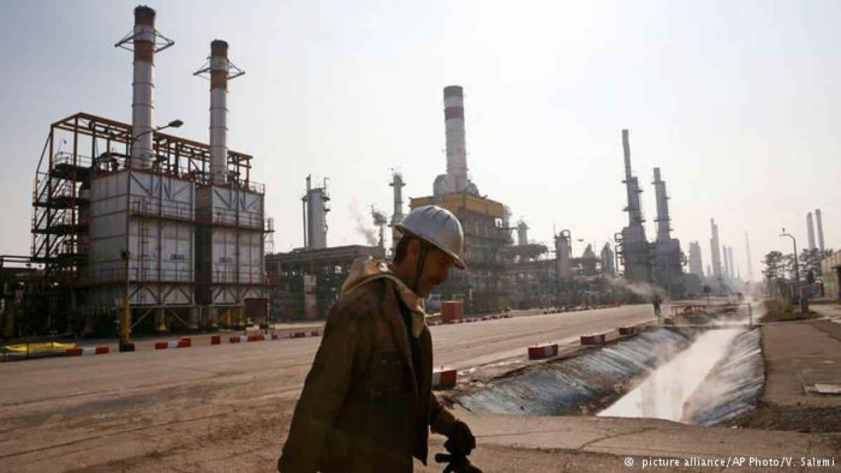 Irán ordena elevar su producción de petróleo en medio millón de barriles al día