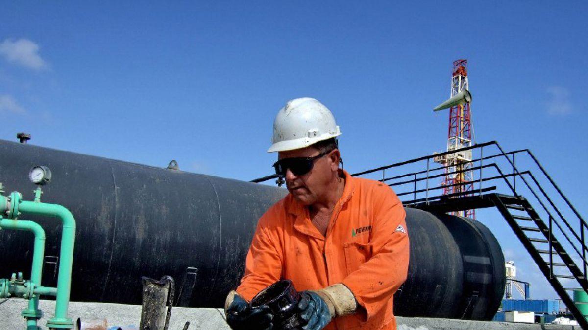 Petróleo sigue a la baja y arrastra a las bolsas del mundo