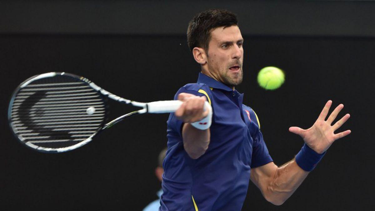 Djokovic alcanza los octavos de Australia y Federer entró en la historia