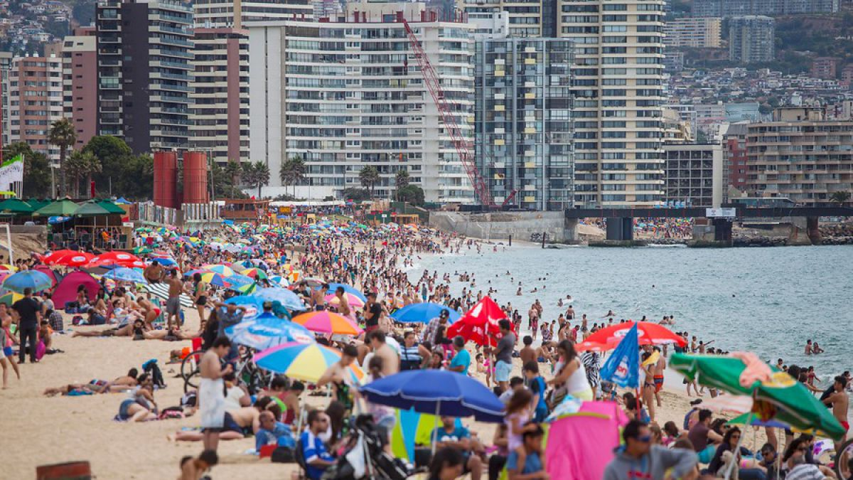Llegada de turistas extranjeros a Chile aumenta más de un 30% en la temporada estival
