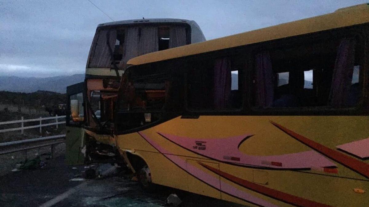 La Serena: 35 personas heridas deja accidente entre buses en la Cuesta Porotito