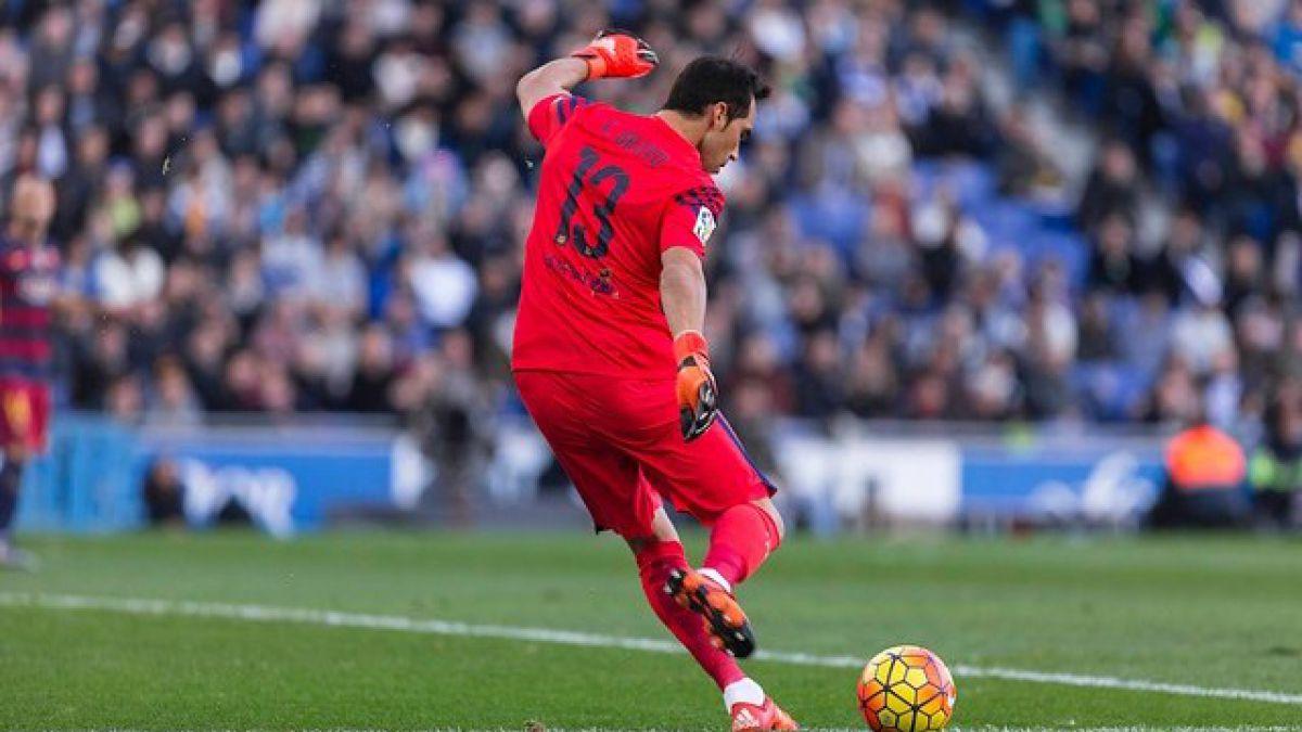 El Barcelona ganó con lo justo al Málaga y coloca presión al Atlético