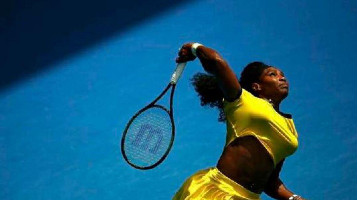 Serena Williams pasa a semifinales de Abierto de Australia tras batir a Sharapova