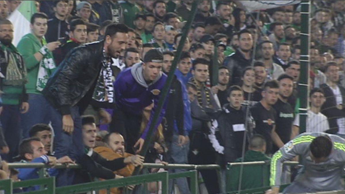 [VIDEO] Cristiano Ronaldo fue insultado y recibió escupitajo de hincha ante Betis