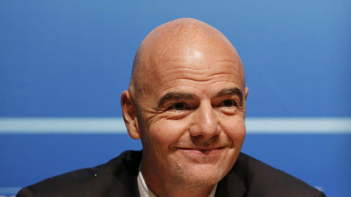 La Conmebol apoya candidatura del suizo Infantino para presidente de FIFA