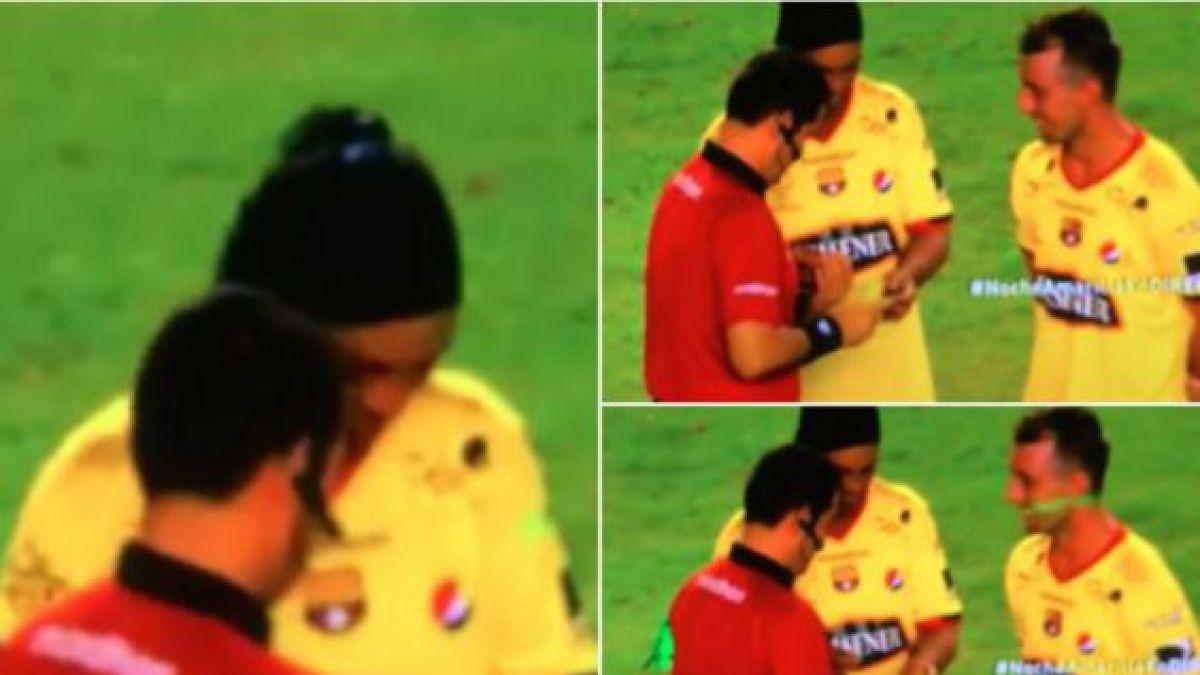 [VIDEO] Árbitro le pide autógrafo a Ronaldinho antes de empezar el partido