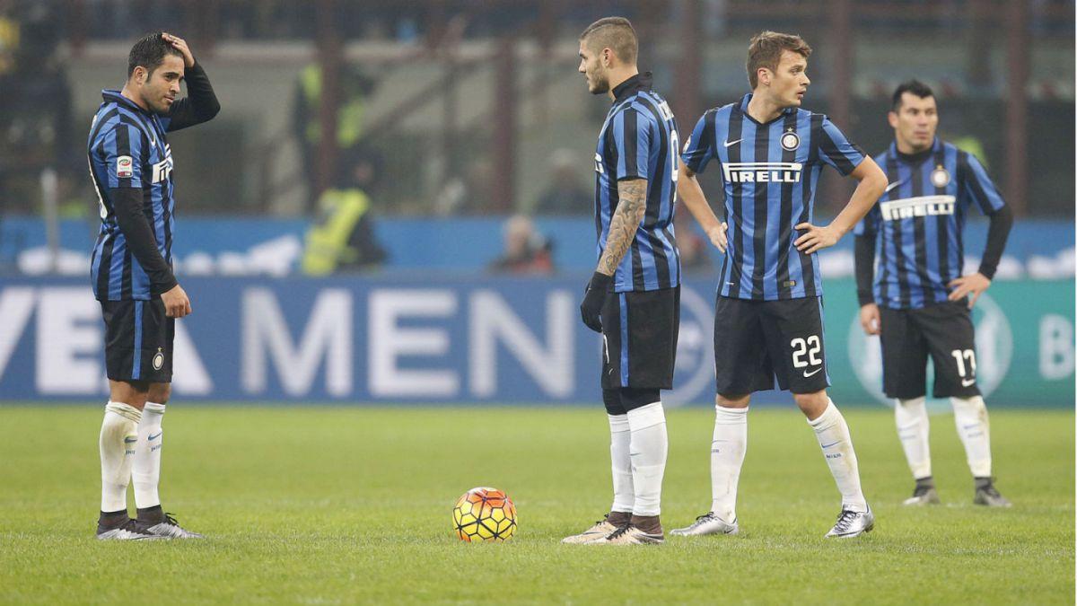 No pudo Gary Medel: Inter pierde el clásico frente a AC Milan