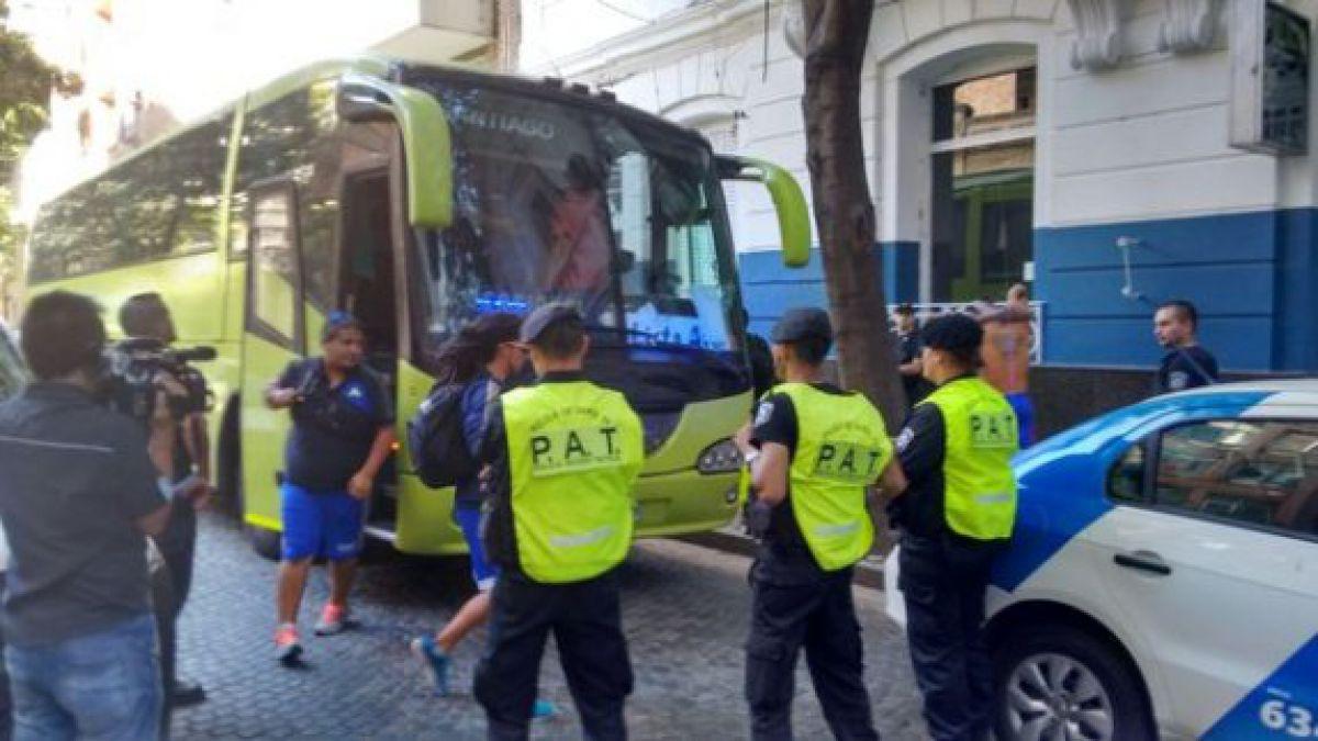 Hinchas de la U son detenidos tras rayar monumento histórico en Argentina