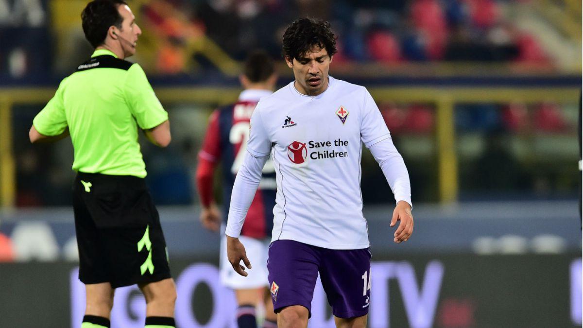 Matías Fernández es expulsado en empate de Fiorentina ante Bologna de Erick Pulgar