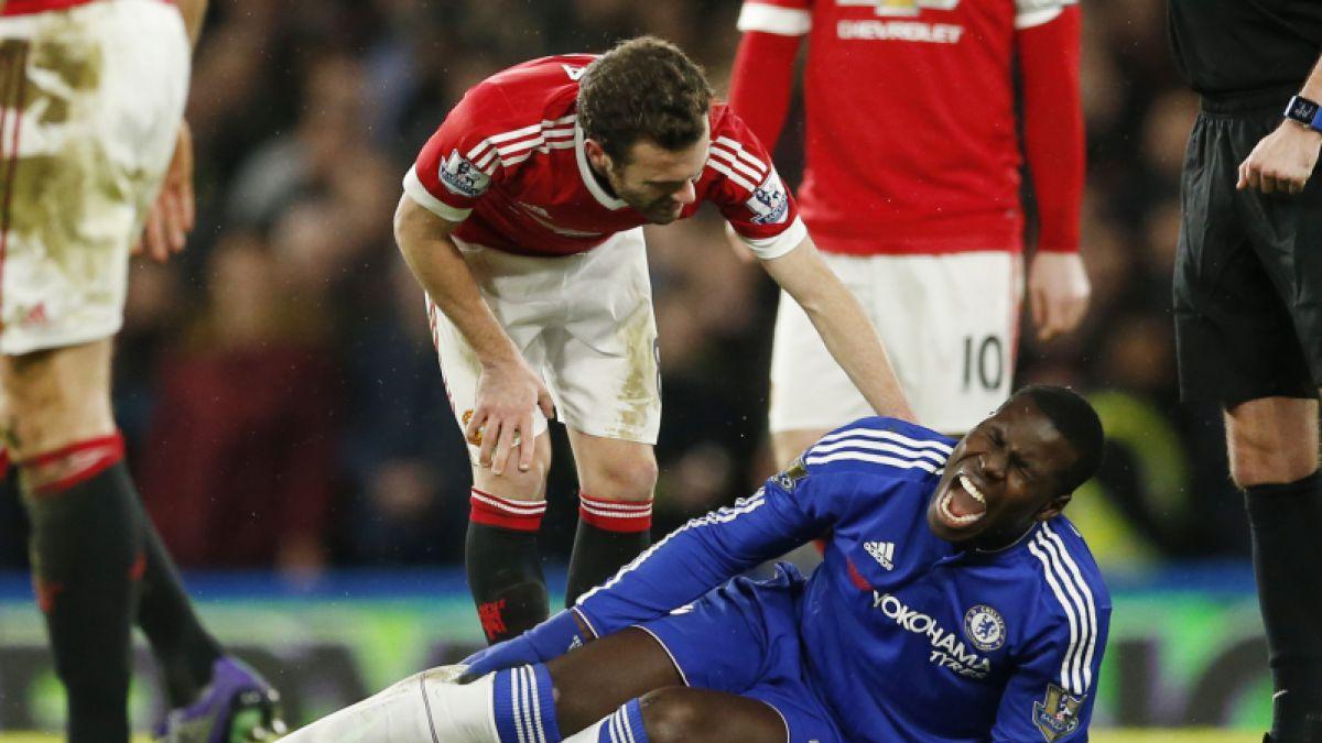 Zaguero del Chelsea sufre escalofriante lesión en la Premier League
