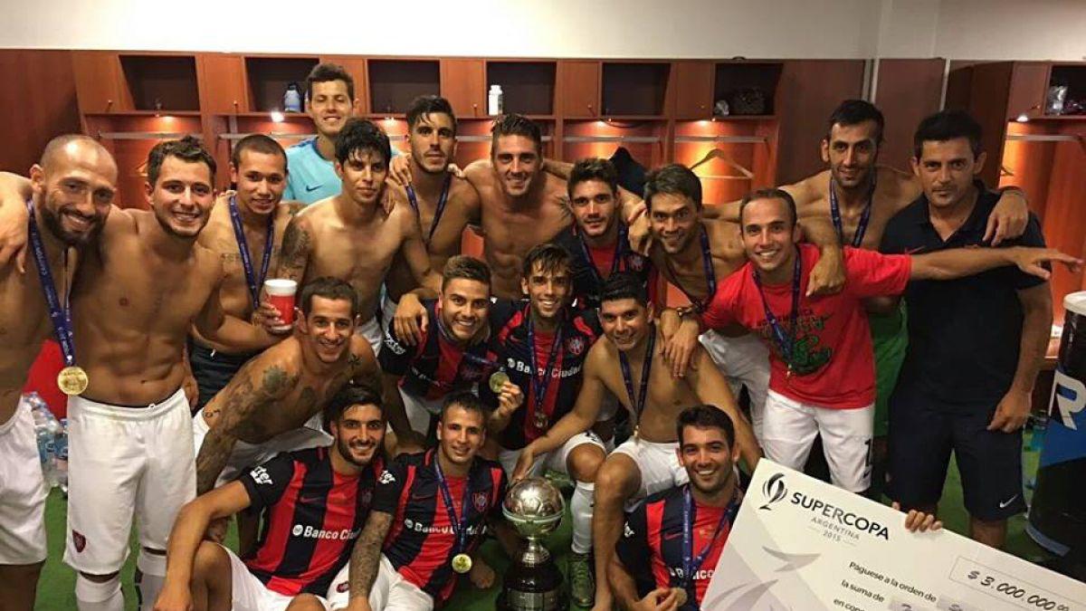 Pablo Guede levanta su primera copa en San Lorenzo