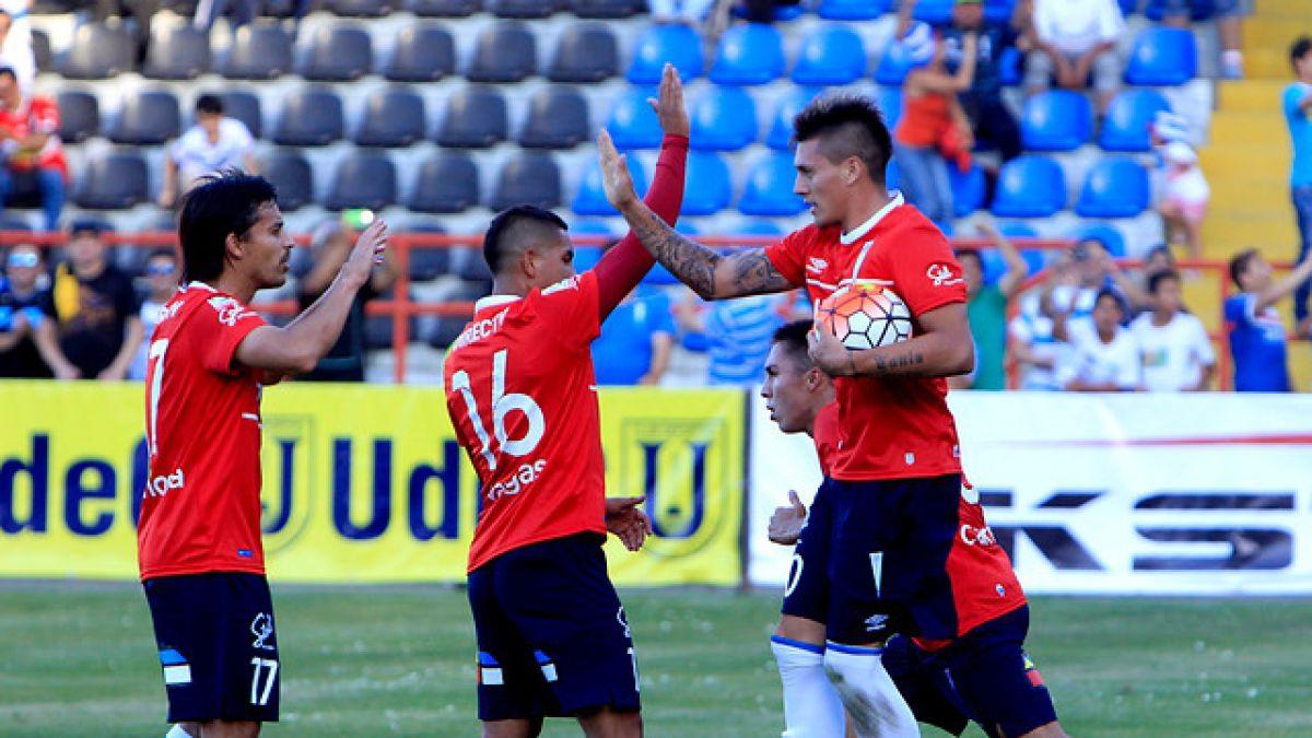 """Mario Salas apuesta por Castillo y Vargas en la UC: """"Están a un nivel de selección"""""""