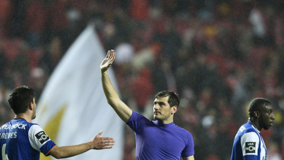 [VIDEO] Iker Casillas gigante: Se luce con cuatro tapadones en clásico Benfica-Porto