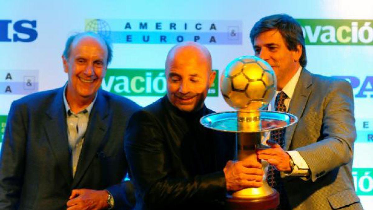 Jorge Sampaoli recibe premio al Mejor Técnico de América 2015