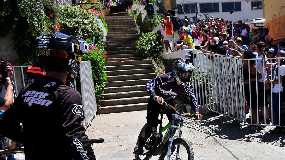"""[VIDEO] Vuelve el descenso extremo con una nueva edición de """"Valparaíso Cerro Abajo"""""""