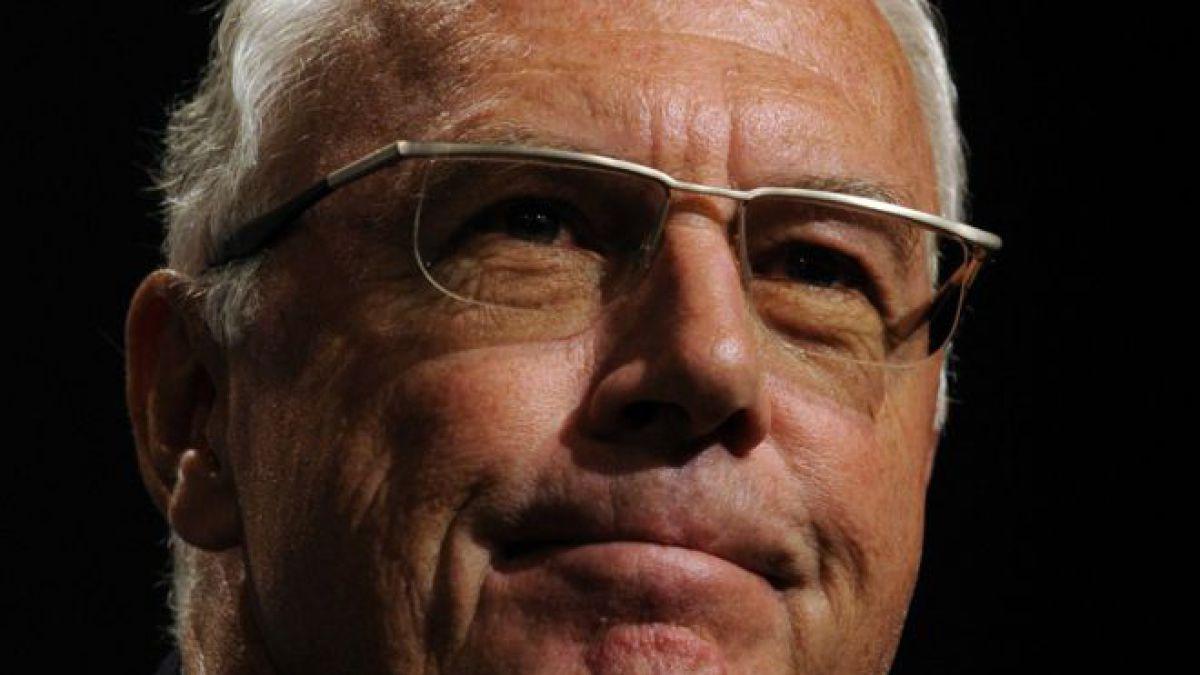 FIFA multa y advierte a la leyenda del fútbol Franz Beckenbauer