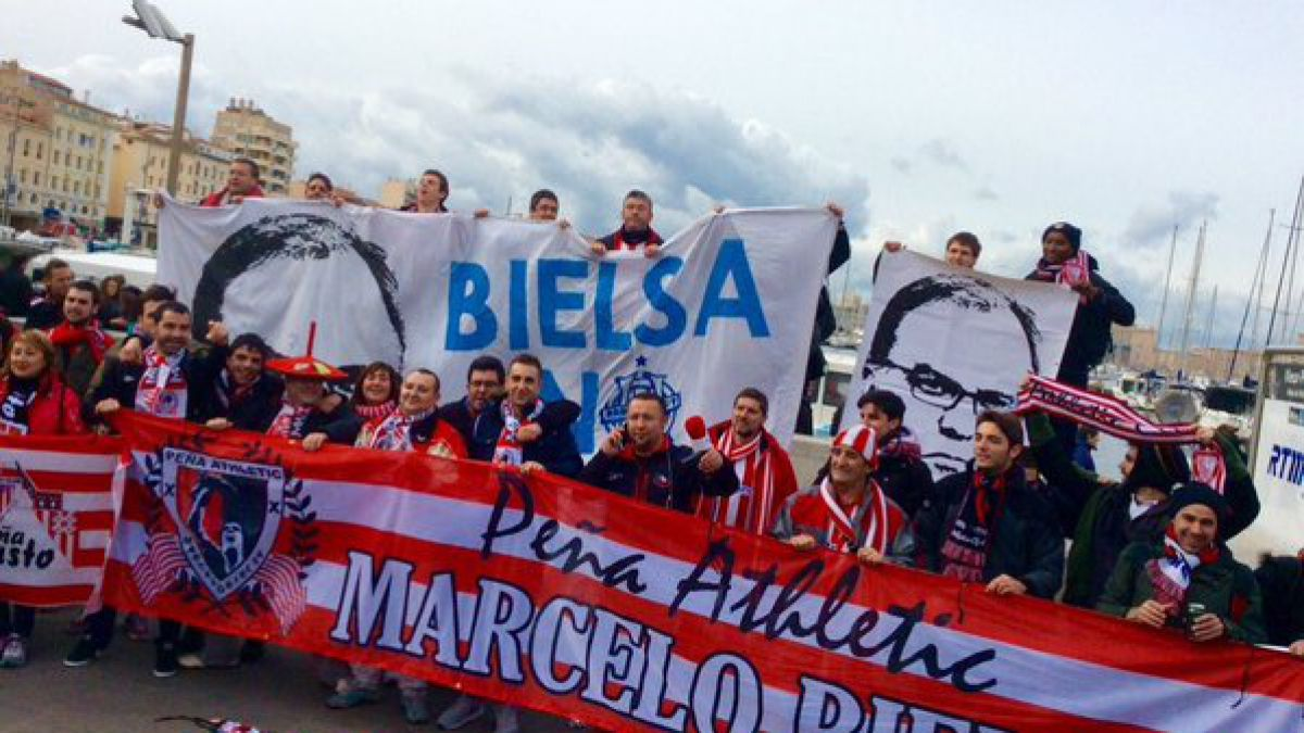 [VIDEO] Hinchas del Marsella y el Bilbao se reúnen para agradecer a Bielsa