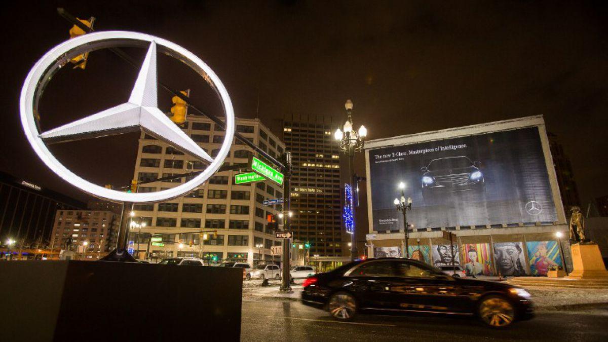 Demandan a Mercedes-Benz por eludir controles medioambientales
