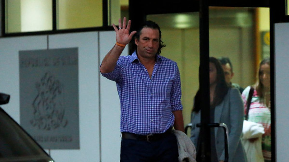 Pizzi cierra su primera gira por Europa tras reunión con Arturo Vidal