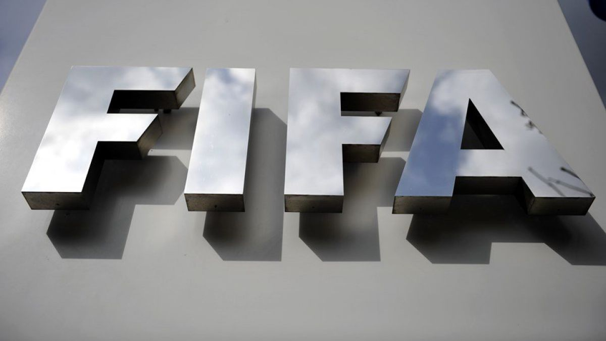 La FIFA continúa su operación limpieza y cesa a su secretario general interino