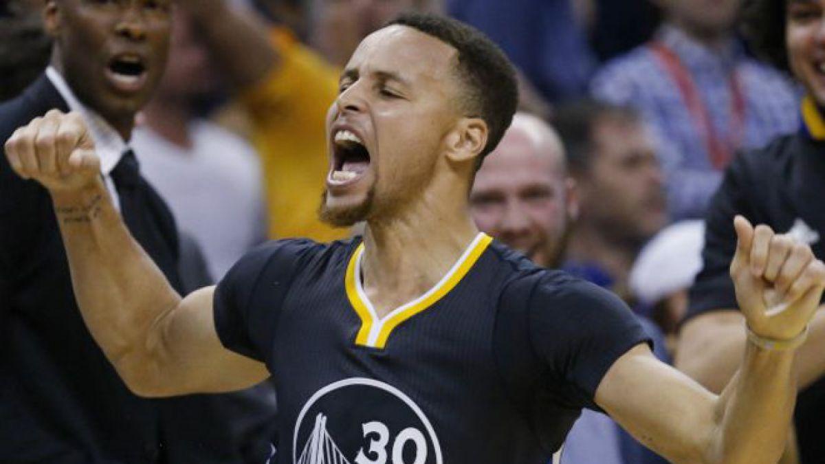 Curry decidió el partido frente a los Thunder con un tiro de tres puntos desde 10 metros.