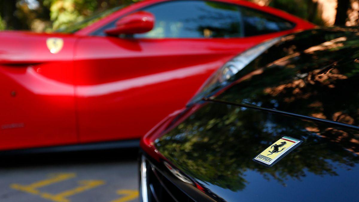 Dos Ferrari y un fina sangre: Las compras del dueño de AC Inversions con dinero defraudado