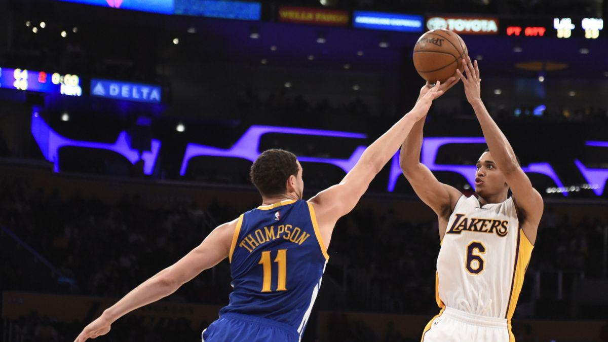 Lakers sorprenden a los Warriors y les infligen su sexta derrota