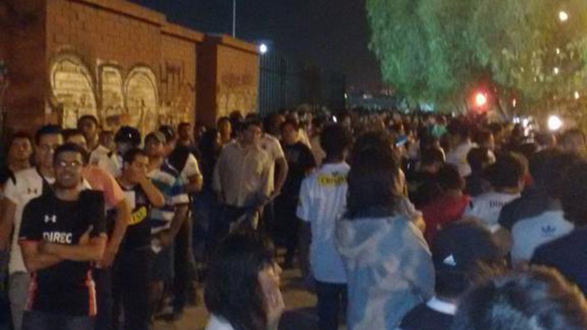Hinchas de Colo Colo denuncian serios inconvenientes para ingresar al Monumental