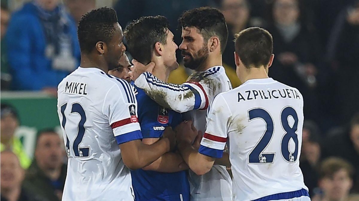 [VIDEO] ¿Fue o no fue? Diego Costa es expulsado por morder a rival en la Copa FA
